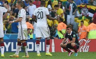 L'attaquant de l'équipe de France Antoine Griezmann abattu après la défaite de son équipe contre l'Allemagne (1-0), à Rio de Janeiro le 4 juillet 2014 en quart de finale de la Coupe du Monde.