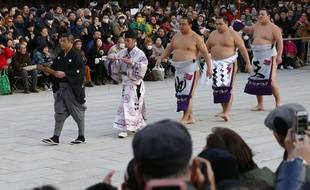 Inosuke Shikimori, deuxième en partant de la gauche.