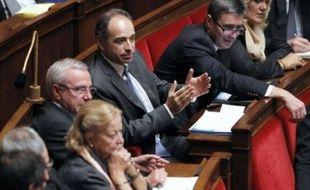 """Le président du groupe UMP à l'Assemblée nationale, Jean-François Copé, propose d'instaurer un """"examen de passage en 6e"""", une idée jugée """"totalement passéiste et inefficace"""" par les principaux syndicats enseignants, une """"fausse route"""" pour le Parti socialiste."""