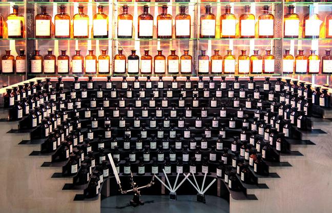 «L'orgue du parfumeur» dans une usine de Fragonard Parfumeur