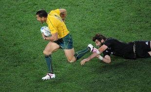 L'ailier des Wallabies Digby Ioane a prolongé de trois ans son contrat avec la franchise des Queensland Reds et la Fédération australienne de rugby à XV, rejetant au passage une offre importante d'un club japonais, a annoncé lundi la Fédération australienne.