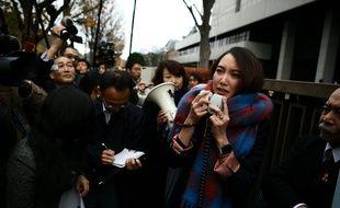 Shiori Ito devant le tribunal de Tokyo, le 18 décembre 2019.