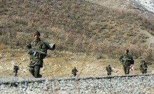 Des soldats turcs à la frontière avec l'Irak, le 29 février 2008