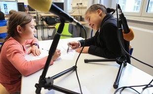 Atelier éducatif périscolaire. Initiation à la radiophonie à l'école du Neufeld à Neudorf. Strasbourg le 20 janvier 2017.