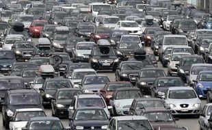 Un embouteillage sur l'autoroute A7 à la station de piège de Vienne, le 2 août 2014, journée de bouchons record