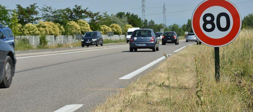 Une route sur laquelle la vitesse est limitée à 80 km/h (illustration).