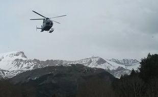Les hélicoptères de secours ont été dépêchés près des lieux de l'accident de l'A320 de la compagnie Germanwings, le 24 mars 2015.