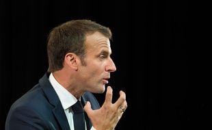 Video Emmanuel Macron Recadre Sechement Un Jeune Qui L Avait Appele Manu