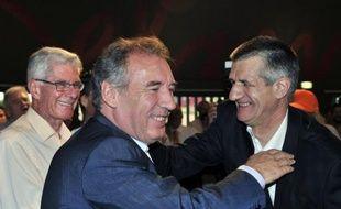 L'UMP n'a pas investi de candidat aux législatives de juin dans la circonscription de François Bayrou, candidat du MoDem à la présidentielle, contrairement au scrutin de 2007, où le député béarnais avait eu un UMP face à lui, a-t-on appris samedi de source UMP.