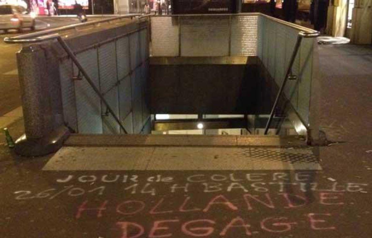 Appel à manifester pour dimanche 26 janvier 2014. Photo prise mardi 21 janvier au soir à la station de métro de Madeleine. – Anne-Laetitia Béraud / 20 Minutes