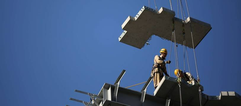 Des ouvriers sur un chantier à Tokyo (illustration).