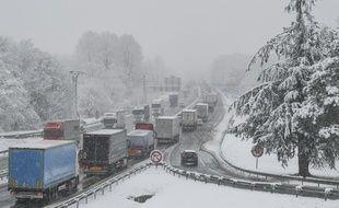 La neige a provoqué d'importants bouchons en Savoie ce vendredi sur les autoroutes et voies rapides. Illustration.