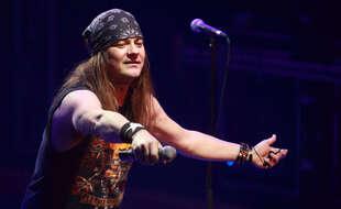 Johnny Solinger en concert avec les Skid Row en Russie en 2010.