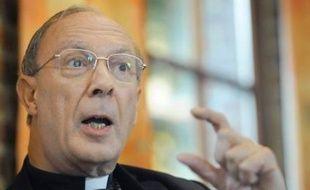 """La contestation par des catholiques du primat de l'Eglise belge André-Joseph Léonard après ses propos controversés sur la pédophilie et le sida a pris une nouvelle tournure avec un appel vendredi à le """"boycotter"""" jusqu'à ce qu'il soit nommé ailleurs."""