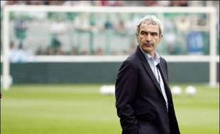 """Le sélectionneur Raymond Domenech a lancé qu'il aurait """"pu être Materazzi, l'homme du match"""", pour, en finale de la Coupe du monde marquer """"un but, (faire) virer le meilleur joueur adverse et (marquer son) tir au but"""", dans un entretien à paraître dans le Parisien jeudi."""