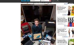 Capture d'écran d'une photo du «Sun» montrant l'étudiant britannique Robert Quinn, qui a reçu par erreur pour 4.500 euros de produits Amazon, que l'enseigne l'a autorisé à conserver.