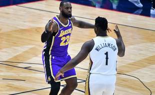 LeBron James et Zion Williamson lors du match Lakers-New Orleans, le 1er mars 2020.