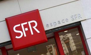 Illustration d'une enseigne de l'entreprise SFR.