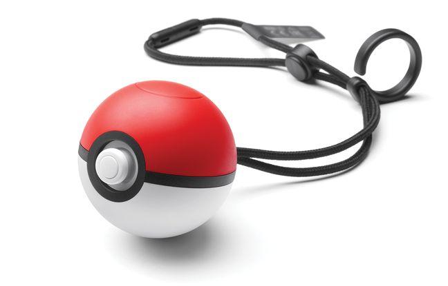 La Poke Ball Plus est un accessoire vendu séparément remplaçant la manette.