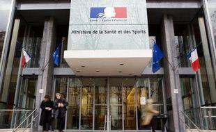 Cinquante millions d'euros, soit quelque 20% de son budget, manquent dans les caisses du ministère des sports qui ne peut en l'état financer certaines mesures phares comme la retraite des sportifs de haut niveau ou les primes aux futurs médaillés olympiques, a appris l'AFP jeudi auprès du ministère.