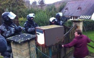La police a passé les environs e Crépy-en-Valois au peigne fin dans la traque des deux suspects de l'attentat