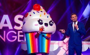 Camille Combal et le Cupcake lors de la première saison de « Mask Singer »