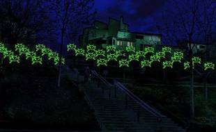 Les Eco-envahisseurs, clin d'oeil au jeu vidéo Space Invaders, pour la fête des Lumières 2010, à Lyon. Montée de la grande côte.