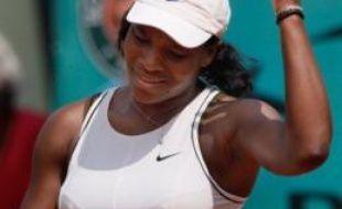 L'Américaine Serena Williams, tête de série N.5, a été éliminée vendredi au troisième tour de Roland-Garros par la Slovène Katarina Srebotnik (N.27) en deux sets 6-4, 6-4.