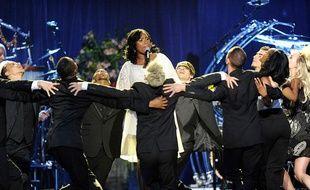 Jennifer Hudson et ses danseurs arendu hommage à Michael Jackson en interprétant «Will You Be There».