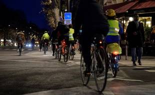 Des cyclistes dans Paris le 17 décembre 2019, en pleine grève des transports contre le projet de réforme des retraites.