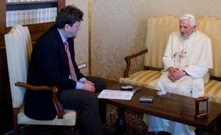 """L'homosexualité est injuste, s'oppose à la volonté de Dieu et est inconciliable avec la vocation de prêtre, estime le pape Benoît XVI dans son livre-entretien présenté mardi à la presse, """"Lumière du Monde"""", une position qui a suscité l'indignation des gays italiens."""