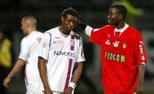 Le Lyonnais Frédéric Piquionne est consolé par le Monégasque Gosso, le 12 avril 2009 à Gerland     Le Lyonnais Frédéric Piquionne est consolé par le Monégasque Gosso, le 12 avril 2009 à Gerland.