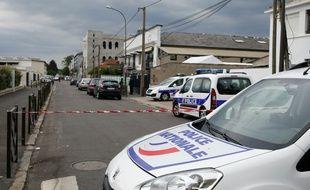 Une mère a lâché son chien sur des policiers pour empêcher le contrôle de son fils à Tourcoing (Nord). (Illustration)