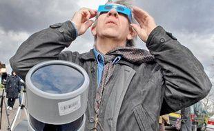 8e727c35b8aea0 L observation d une éclipse nécessite de se protéger les yeux pour éviter  une