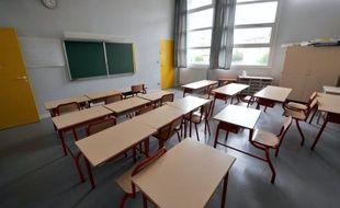 Des parents d'élèves de CM1 de l'école privée catholique Notre-Dame de Caderot, à Berre l'Etang (Bouches-du-Rhône), retenaient toujours mercredi matin la directrice de l'établissement et des institutrices pour obtenir le renvoi du professeur de leurs enfants.