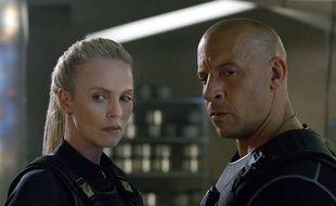 Charlize Theron, à gauche, et Vin Diesel, à droit, dans « Fast and furious ».