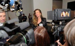 """Trois gardes du corps de la star du football américain Tom Brady et du top model brésilien Gisele Bündchen ayant tiré en 2009 sur des photographes, dont un de l'AFP, seront jugés pour """"tentative d'homicide"""" fin septembre au Costa Rica."""