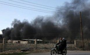 Fumée provenant de raids aériens qui ont frappé le village de al-Chifouniya dans la banlieue de Damas, le 1er juin 2016