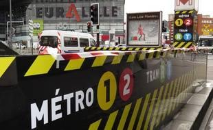 Nouvelle signalétique du métro devant Euralille