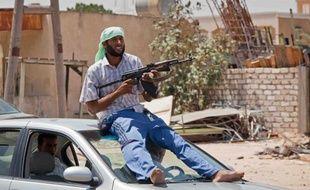 Un rebelle à Zahwiya (ouest de Tripoli) le 15 août 2011.