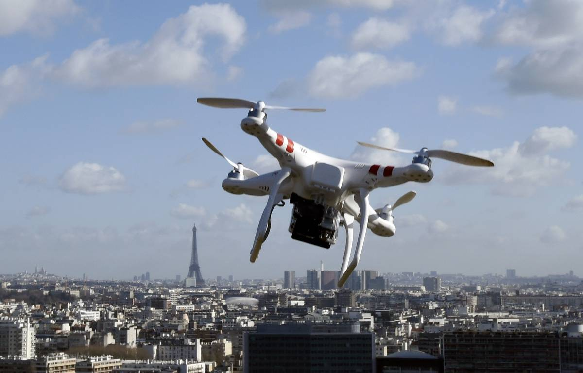 Un drone au-dessus de Saint-Cloud. – DOMINIQUE FAGET / AFP
