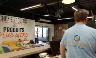 Au magasin Leclerc Roques, les gens viennent se faire reprendre contre des chèques cadeaux leurs produits d'occasion.
