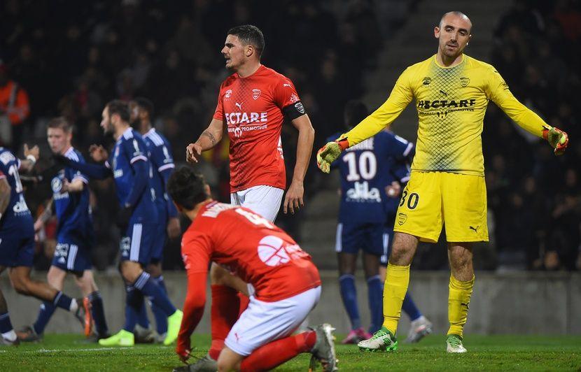 Ligue 1: Polémiques sur l'arbitrage et Aulas chahuté en tribunes, ce Nîmes-Lyon était chaud