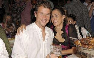 Jens Lehmann lève le coude avec sa femme à l'occasion de l'Oktoberfest, le 19 septembre 2009.