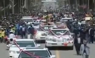 Le cycliste érythréen Daniel Teklehaimanot défile dans les rues d'Asmara, la capitale, le 1er août 2015.