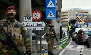 Militaires et policiers belges déployés le 29 mars 2016 à l'aéroport de Zaventem près de Bruxelles