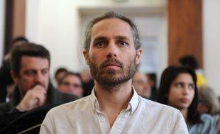 Le militant altermondialiste Jon Palais était jugé pour le vol de 14 chaises de la banque BNP Paribas, pour protester contre l'évasion fiscale.