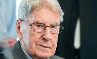 Reinhold Hanning, l'ancien SS gardien Auschwitz, lors de son procès à Detmold (est de l'Allemagne), le 20 mai 2016