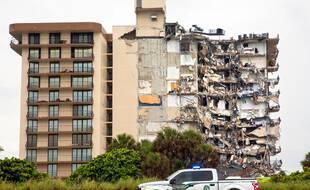 Les équipes de recherches ont passé la journée de jeudi à tenter de retrouver des survivants dans les décombres d'un immeuble effondré de Surfside, près de Miami.
