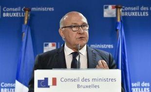 Le ministre des Finances Michel Sapin lors d'une conférence de presse le 27 juin 2015 à Bruxelles